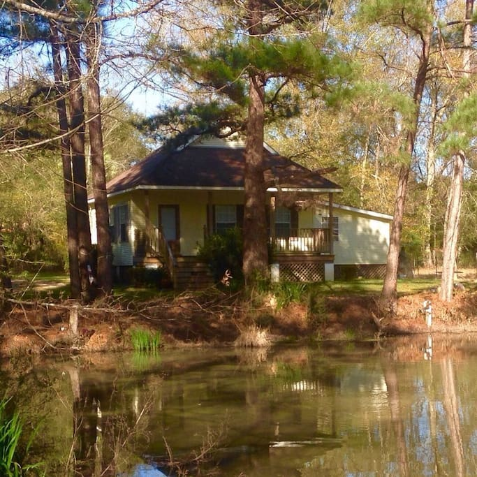 2 bedroom cottage overlooking fishing pond. Area is not fenced in so animals and children must be supervised while outside.