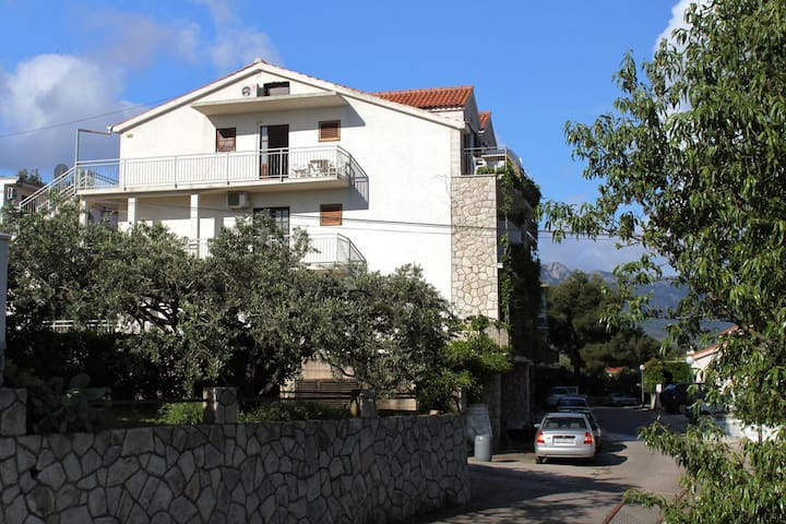 One bedroom apartment with balcony and sea view Jelsa, Hvar (A-8765-b)