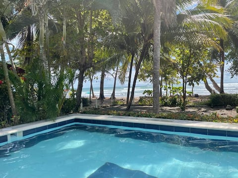 Beach front house private pool Esterillos Jacó