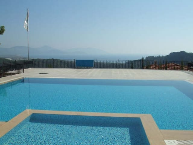 Apartment with sea and mountain views - Sarıgerme - Apartamento