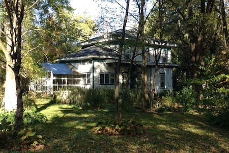 Vintage Farmhouse and Wooded Trails, Finger Lakes - Richford - Ház