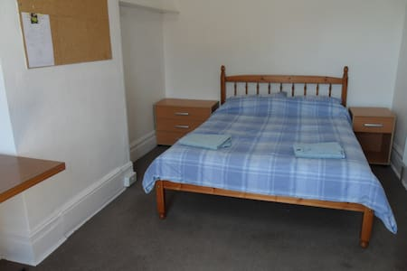 Large Room Close to cliff top (8) - Bournemouth - House