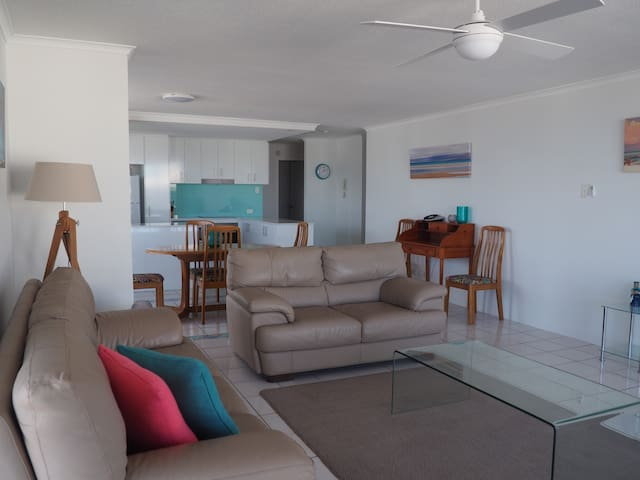 Sunny waterfront apartment. - Maroochydore