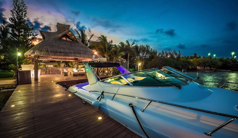 Villa Patron - Luxury Cancun Waterfront 5 Bedroom