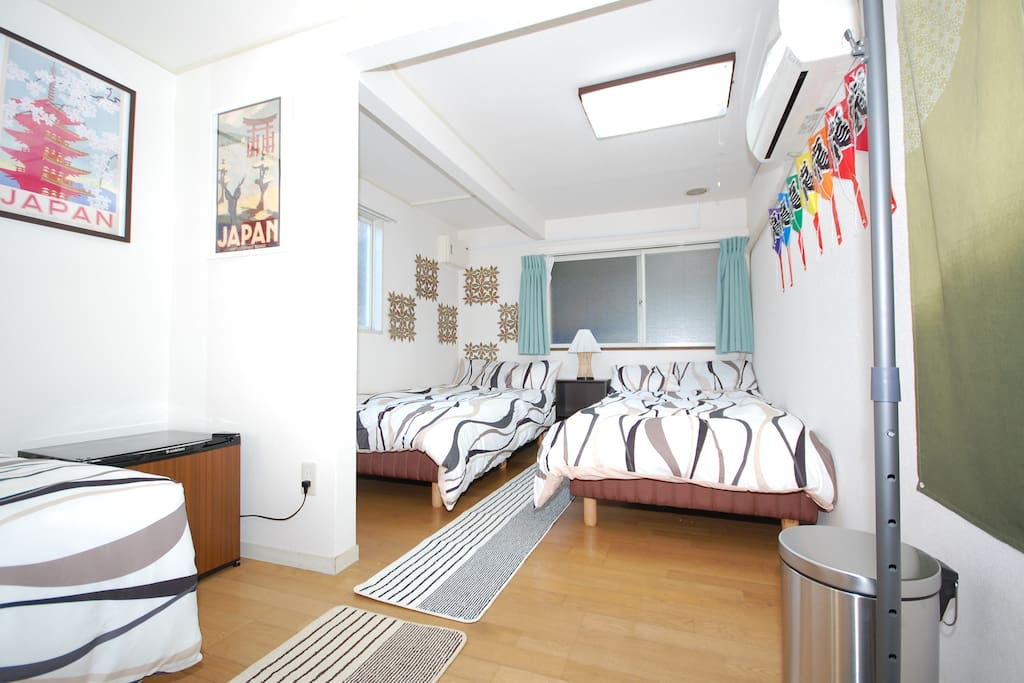 Bedroom with 3 beds (private room)