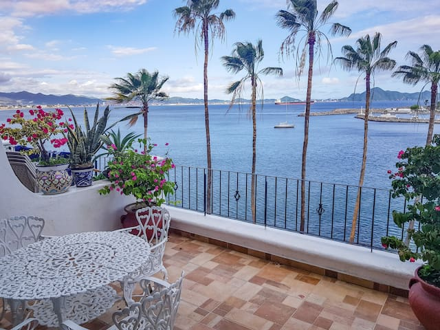 Oceanview studio with private beach Playasol#606