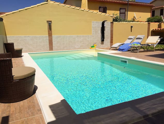 Villetta con piscina a 800mt dal mare!