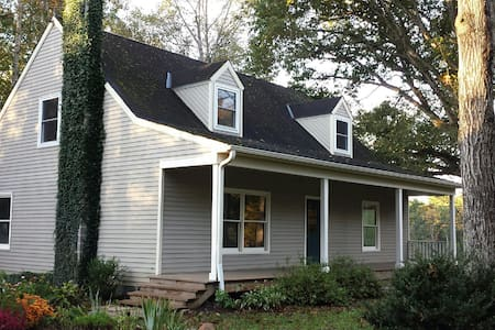 Country Retreat for UVa~Wine Tours~Family Reunions - Charlottesville