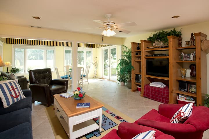 SeaPines - Walk to beach, Pet friendly, Pool, Golf