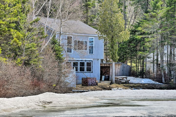 'Grouse Landing' Cozy Waterfront Home on Back Lake