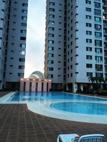 Royal Park Luxury 2 BDR Apartment@14