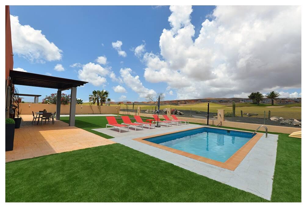 Exteriores. Terraza con piscina privada