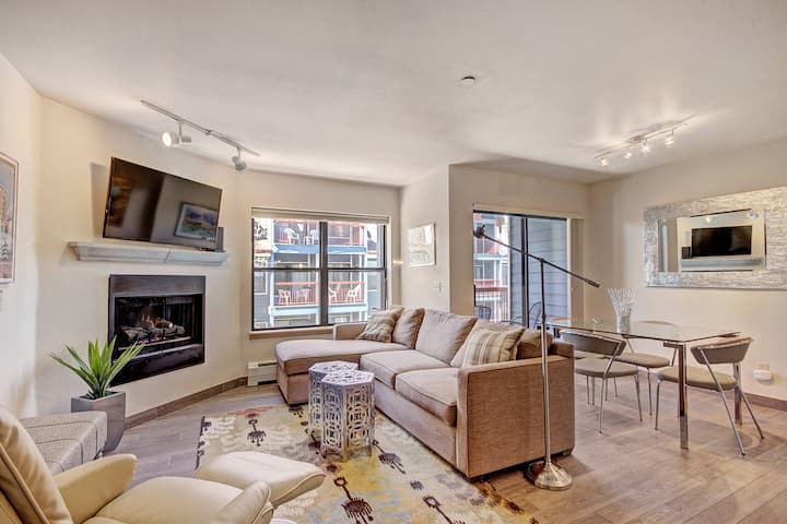 Luminous 2Br 2Ba - Upscale + Steps to Snowy Fun + Main St