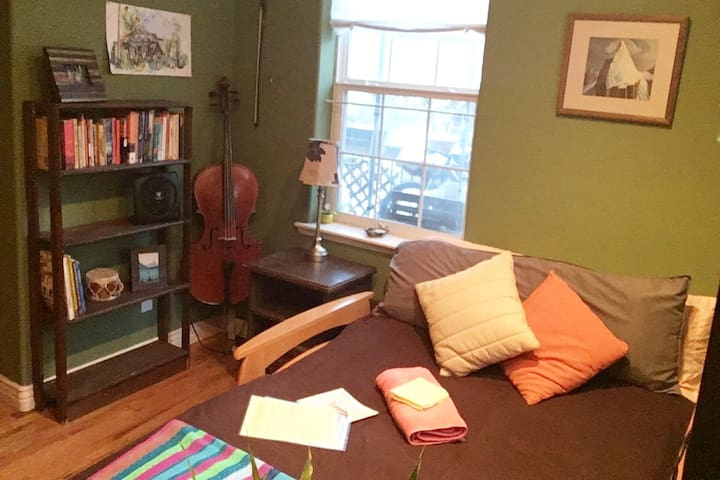 Sage Green Rm, Charming Mountain Apt with Porch