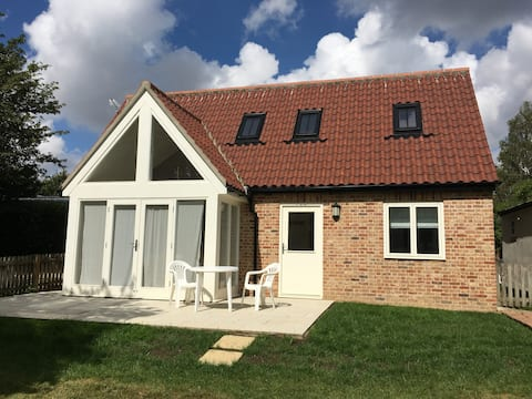 Beautiful 2 Bed Suffolk Barn with Parking