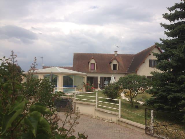 Chez Alain et Anabelle - Yzeure - House