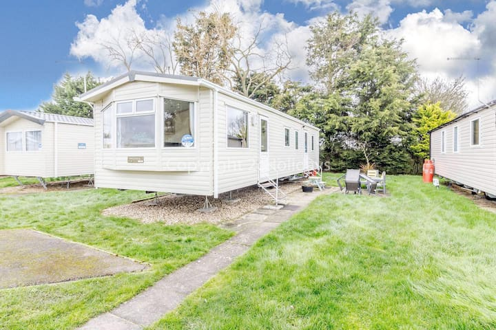 8 berth static caravan at he Orchards Haven in Clacton on sea, Essex ref 15217O