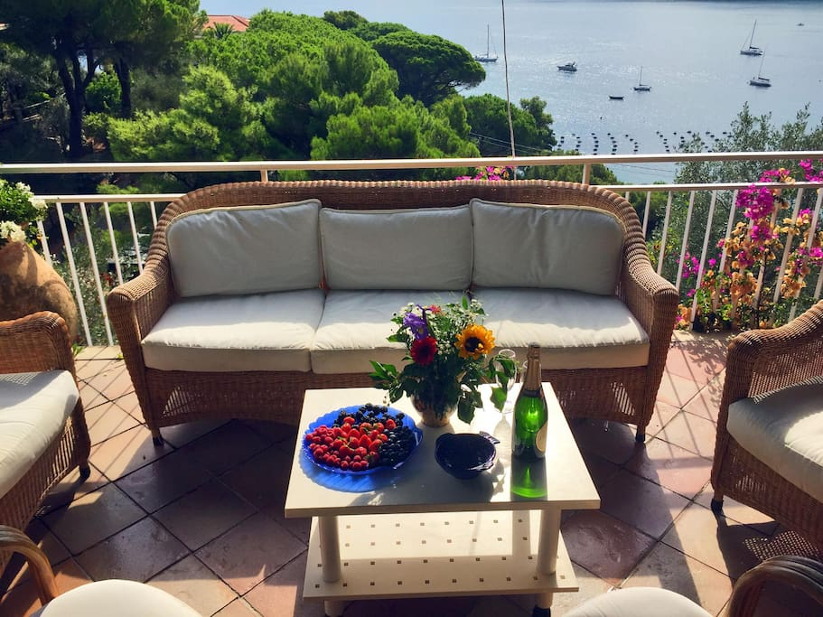 Villa Smeralda - the large terrace with spectacular view over the channel