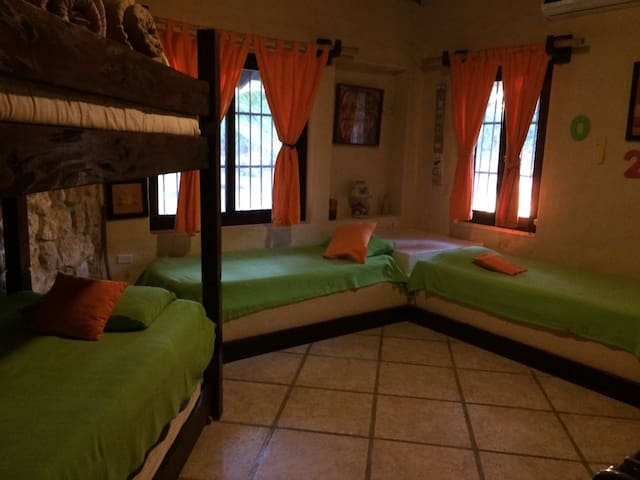 Room with 5 beds in El Guayabo Farmahouse - Antón