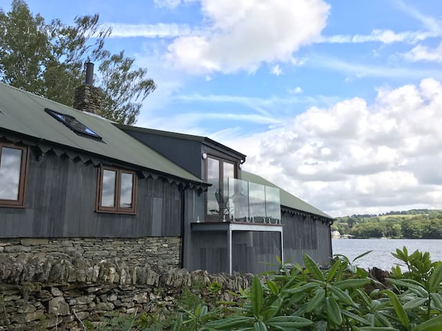 Lakes Boathouse, The Perfect Escape.