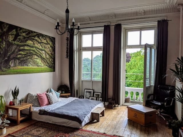 Cozy room in the heart of Hamburg (30qm)