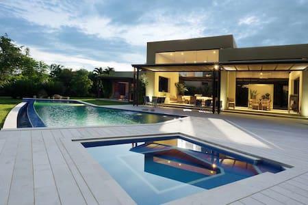 Spectacular villa tropical paradise Mesa de Yeguas