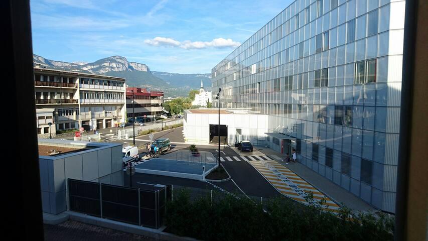 Studette calme à proximité du centre ville - Chambéry - Appartement