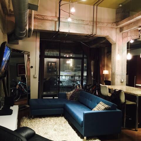 Urban Downtown Loft Style+location