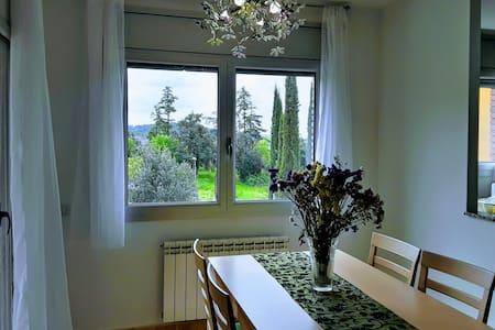 Apartament modern assolellat