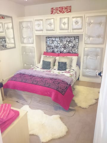 Modern  BOUTIQUE double room - A Old Church Rd  - Huis