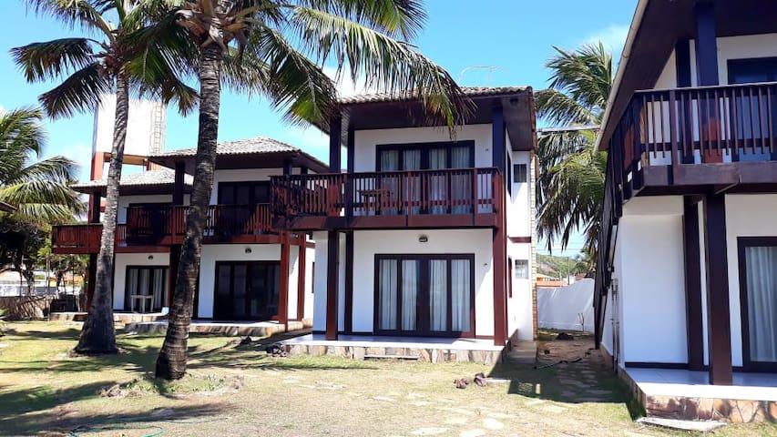 Nossos chalés são únicos em Barra do Cunhaú! Espaçosos 37m2, em um ambiente de conforto e comodidade. Ideal para famílias e amantes de esportes aquáticos.