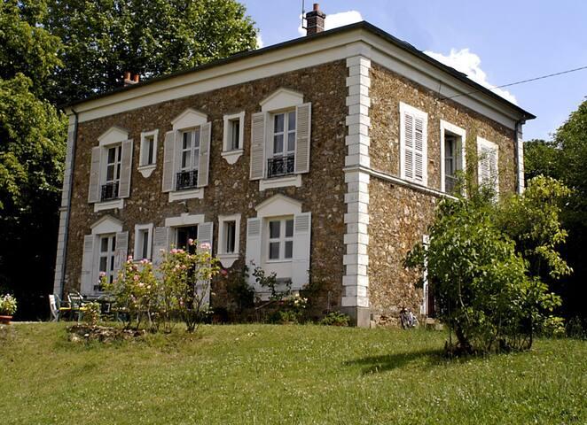Grande chambre individuel dans propriete de charme - Orsay - House