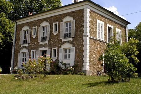 Grande chambre individuel dans propriete de charme - Orsay - Ház