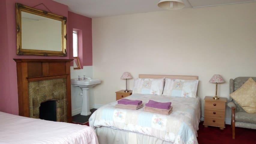 1930's Bed and Breakfast in Broxbourne
