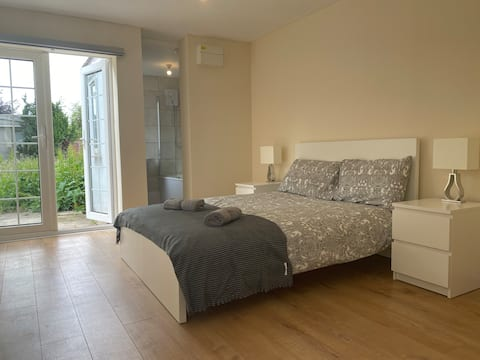 One Bedroom centrally located Apartment (3)