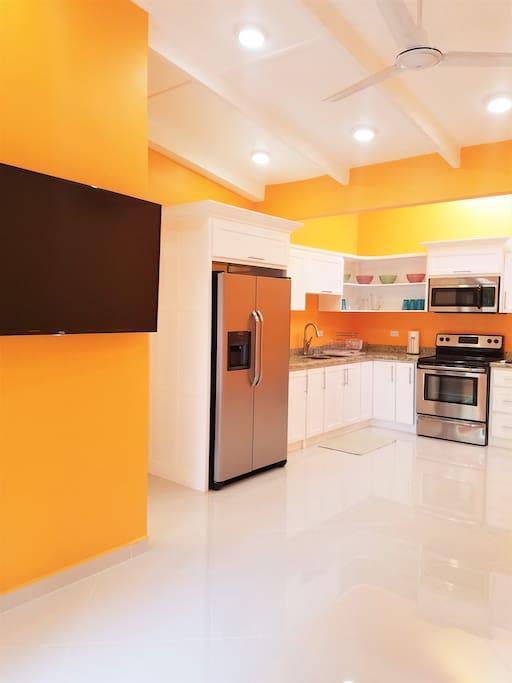 Entrance to Condo/Full Kitchen (50inc Flat Screen Smart TV)