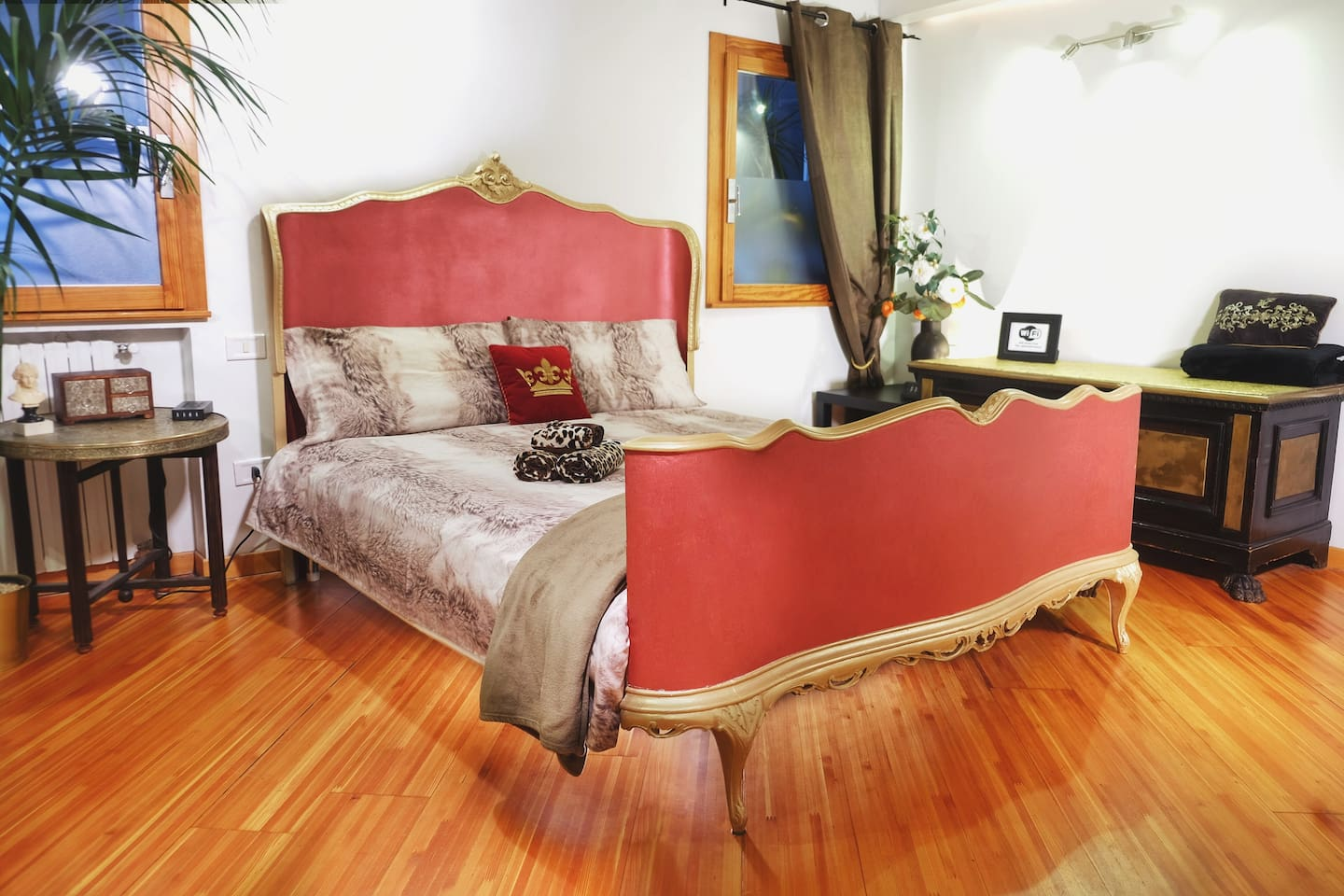 NEW, restored antique bed. Luxury style if a Gondoliere!!