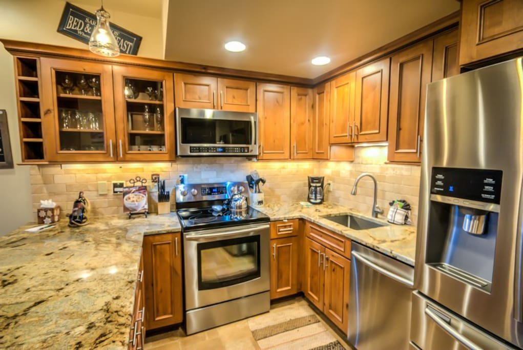 Completely Remodeled kitchen - Stainless Steel Appliances, Granite Countertops