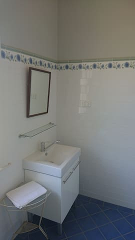 Bathroom to Bedrooms 7 & 8