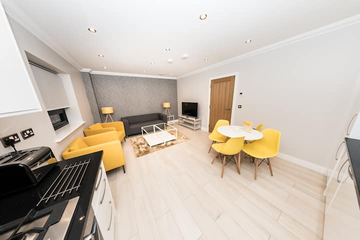 New Modern Apartment in Central Reading by KSA