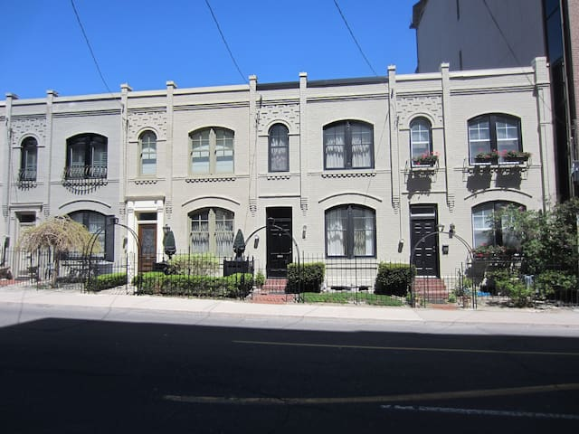 Centrally Located! Gracious City 3-Bdrm Townhome