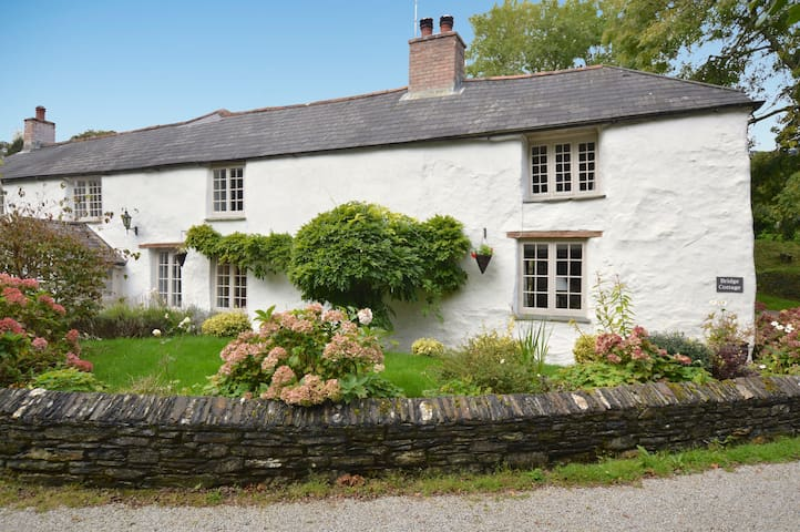 Bridge Cottage - Sleeps 7  - Garden - Nr Feock