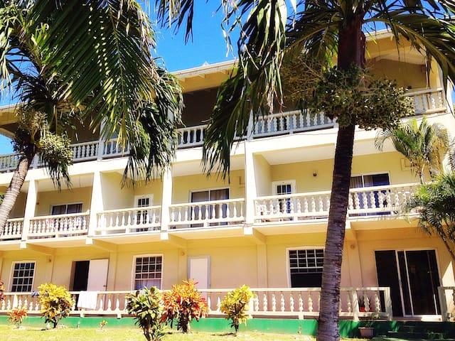 Island Inn Apts