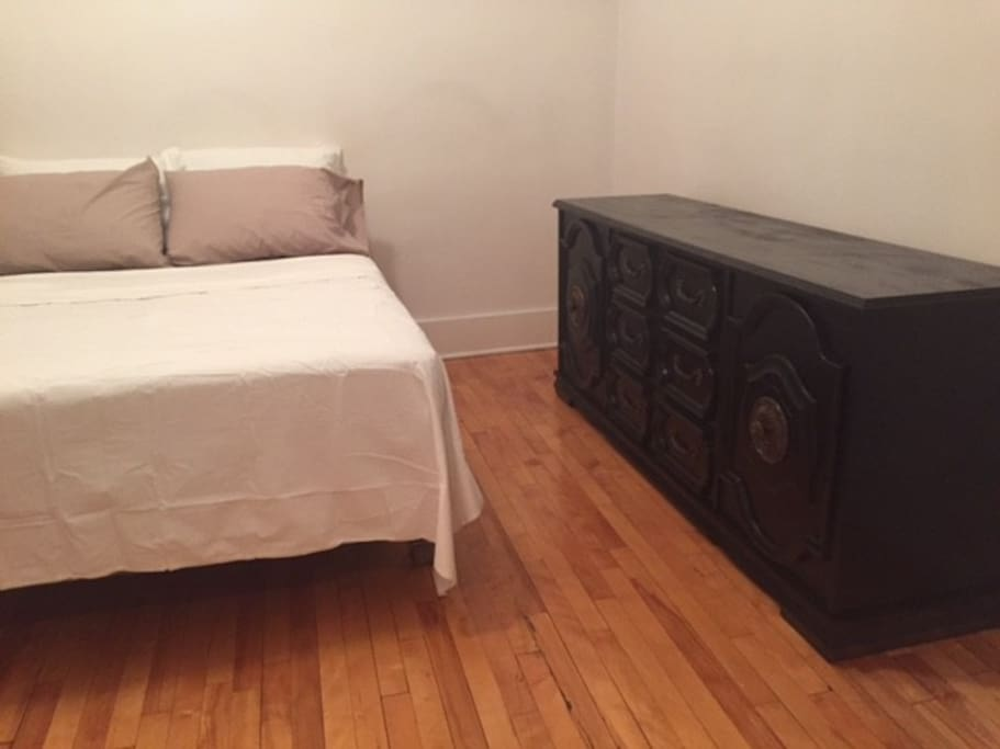 Grande 2 chambre apartement apartments for rent in for Chambre a coucher montreal