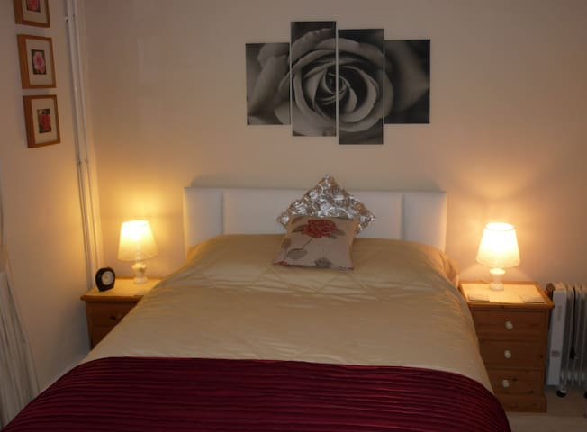 The Rose Room ensuite King size - Warminster - Inap sarapan