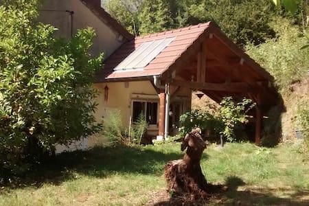 Chambre privée dans Maison au Calme - Grusse - House