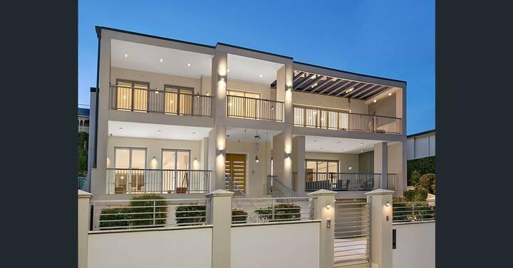 serene holiday mansion