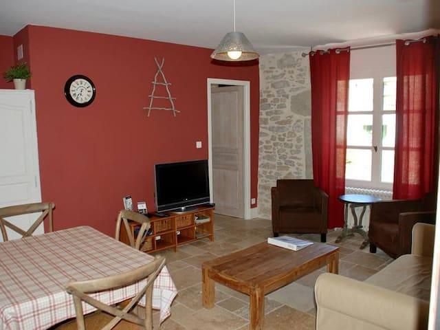 Chanson Douce-Apartment-Comfort-Private Bathroom-Garden View