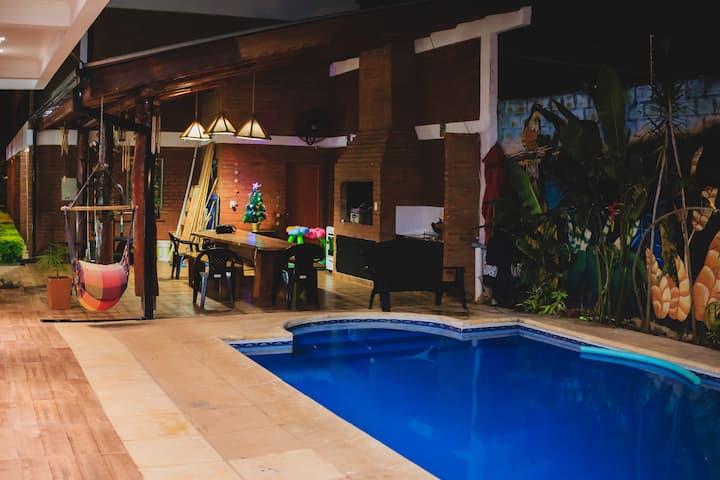 Duplex cuadruple - con piscina! cerca del centro!
