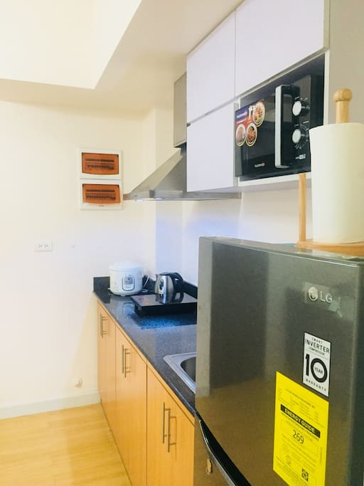 Kitchen (Ref., rangehood, microwave oven, induction stove, rice cooker, elec.kettle, and utensils)